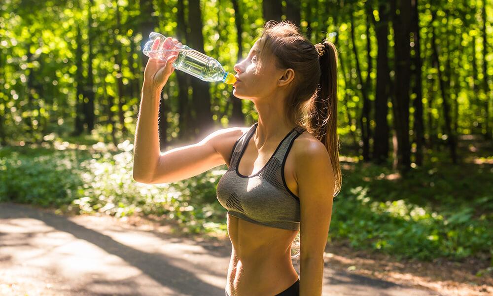 Wohin mit der Wasserflasche beim Joggen?